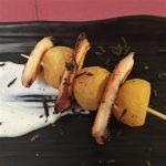 Brocheta de pulpo con patata confitada y alioli trufado